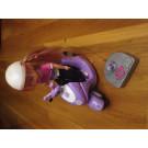 Muñeca en moto teledirigida