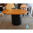 Mesas redondas con base cilindrica