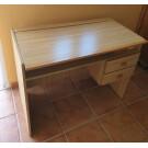 Mesa de estudio y diseño madera de pino