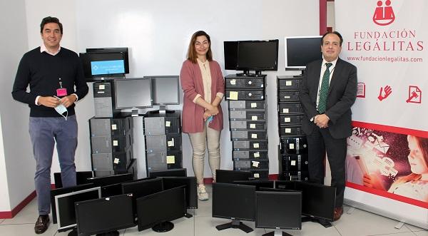 Fundación Legálitas dona 56 productos informáticos